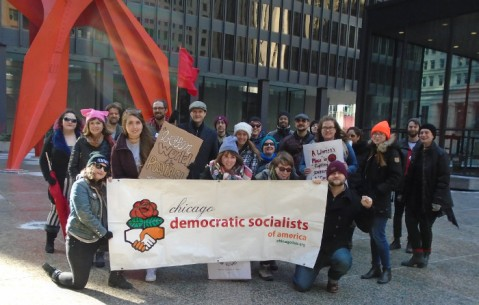 Chicago DSA delegation gathers in Federal Plaza. Photo by Roman